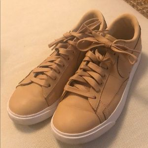 Nike Tan sneakers
